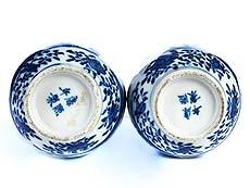 Detail images: Paar blau-weiße Kangxi-Vasen