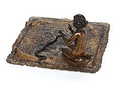 Detail images: Wiener Bronze einer Schlangenbeschwörerin