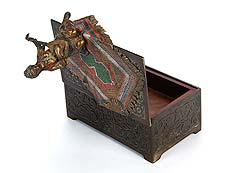 Detailabbildung: Wiener Bronze mit Spieluhr