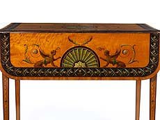 Detailabbildung: Salontischchen mit klassizistischer Bemalung