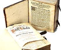Detail images: Zwei Bücher
