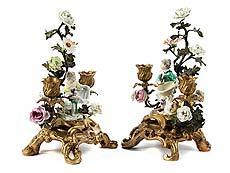 Detailabbildung: Paar Rokoko-Tischkerzenleuchter mit Meissen-Figürchen
