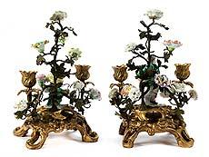 Detail images: Paar Rokoko-Tischkerzenleuchter mit Meissen-Figürchen