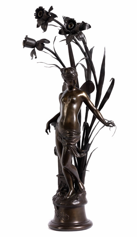 Lampe mit Bronzefuß mit Psyche und drei Osterglocken