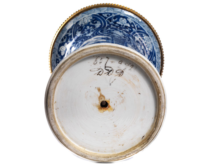 paar gro e ormolu montierte kangxi vasen hampel fine art auctions. Black Bedroom Furniture Sets. Home Design Ideas