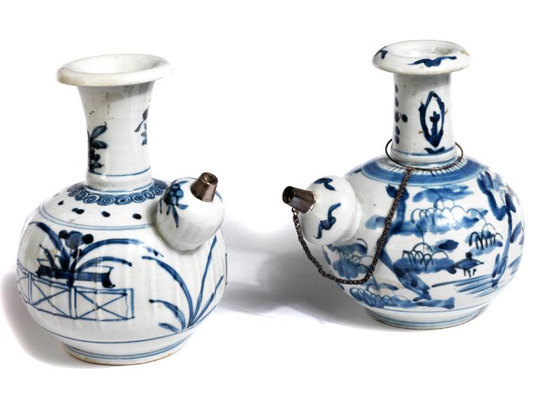 Zwei Porzellan-Kendis