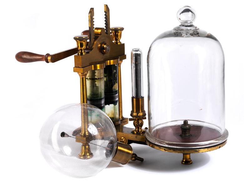 Seltene Vakuumpumpe mit zugehöriger Ampulle