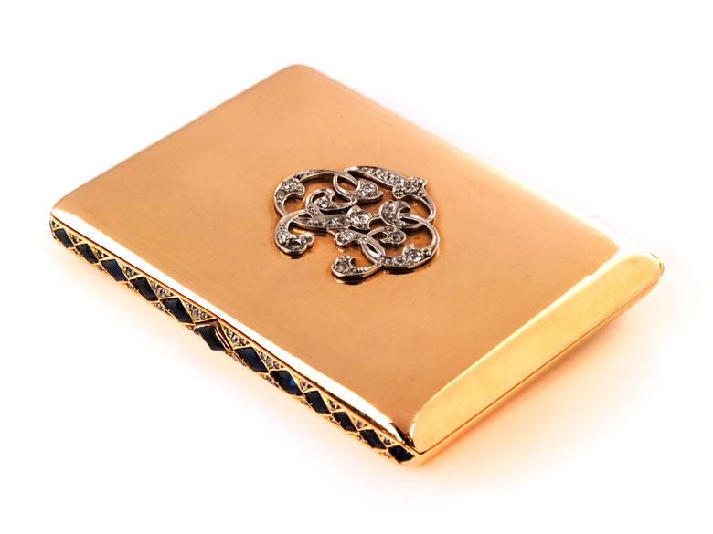 Golddose mit Monogramm und Saphirbesatz