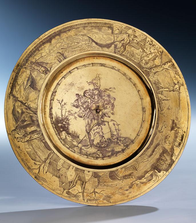 Musealer, vergoldeter und figürlich ziselierter Teller