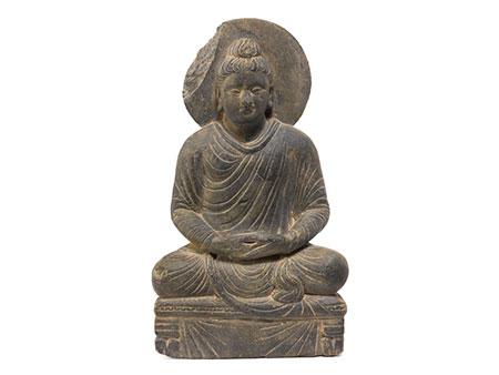 Gandharaskulptur eines sitzenden Buddhas