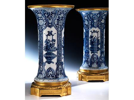Paar große Ormolu montierte Kangxi-Vasen