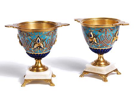 Zwei Champlevé Vasen in der Art von Barbedienne