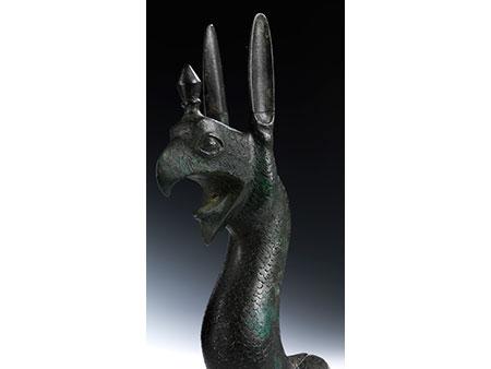 Griechische Bronzefigur eines Greifen