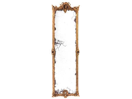Imposanter Pfeilerspiegel