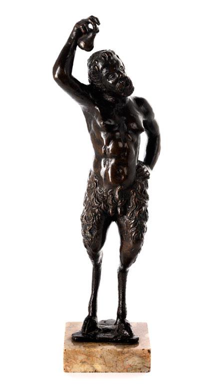 Bronzefigur eines Pans mit Birne