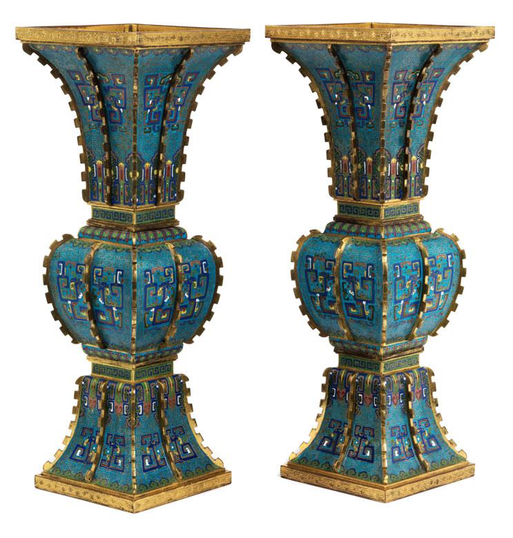 zwei gro e cloisonn vasen in gu form hampel fine art auctions. Black Bedroom Furniture Sets. Home Design Ideas