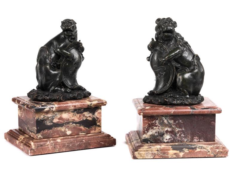 Paar Löwen als Wappenhalter