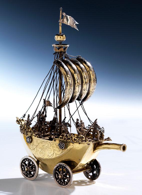 Trinkspiel in Form eines Schiffes