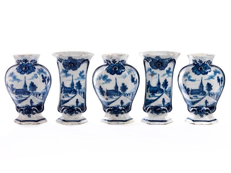 Kompletter Satz von fünf Delfter Vasen