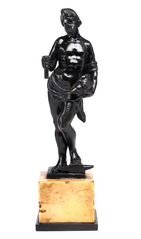 Bronzestatuette des Vulkan, der den Helm des Aeneas präsentiert
