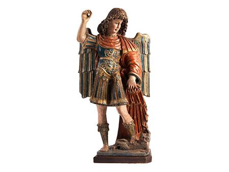 Gefasste Steinfigur des Heiligen Michael im Kampf gegen den Satan