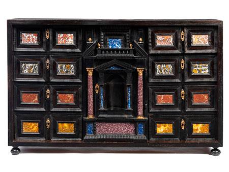 Kabinettkasten mit Pietra dura-Einlagen