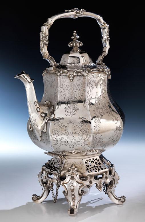 Londoner Teekanne auf Rechaud