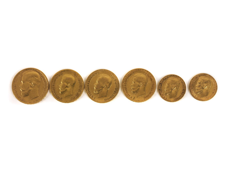 Sechs russische Goldmünzen