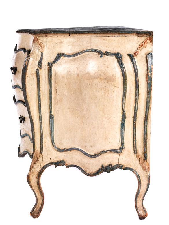 au ergew hnliche venezianische rokoko kommode hampel fine art auctions. Black Bedroom Furniture Sets. Home Design Ideas