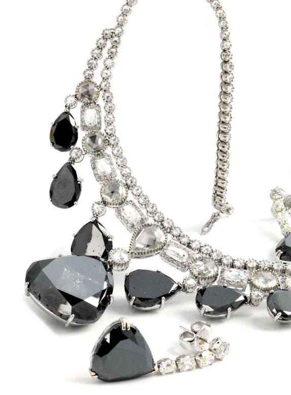Schwarzes Diamant-Collier und Ohrringe