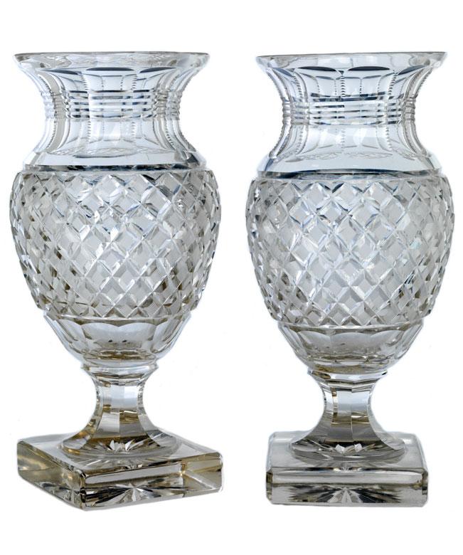 Paar große Kristallvasen im Ananasschliff