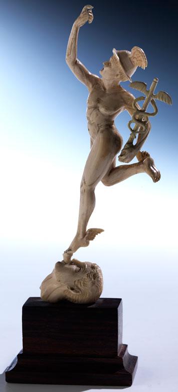 Kleine Elfenbeintischskulptur des Merkur nach Giambologna
