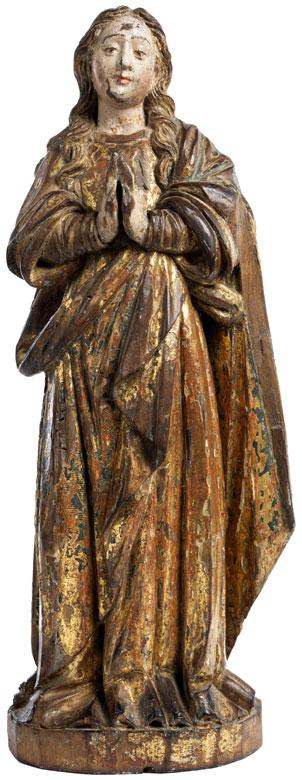 Schnitzfigur einer jugendlichen Maria mit gefalteten Händen
