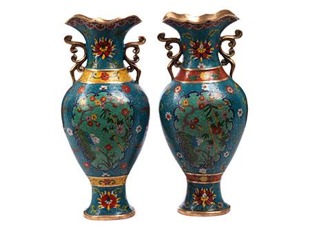 Paar chinesische Cloisonné-Vasen