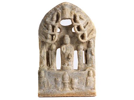 Feine chinesische Marmorstele mit stehendem Buddha Shakyamuni unter dem Bodhibaum bei Bodhgaya