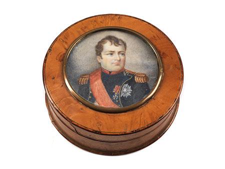 Wurzelholzdose mit Napoleonminiatur