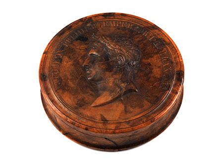 Wurzelholzdose mit Napoleonportrait