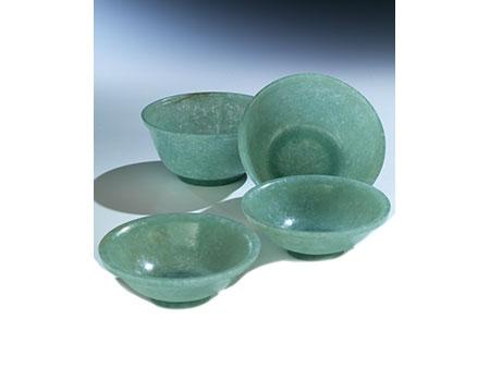 Paar gedeckelte Jadeschalen