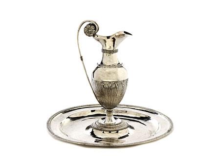 Römische Silberkanne mit Becken