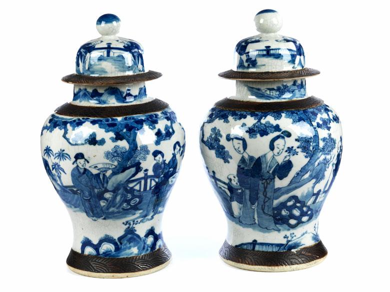 Paar chinesische Deckelvasen