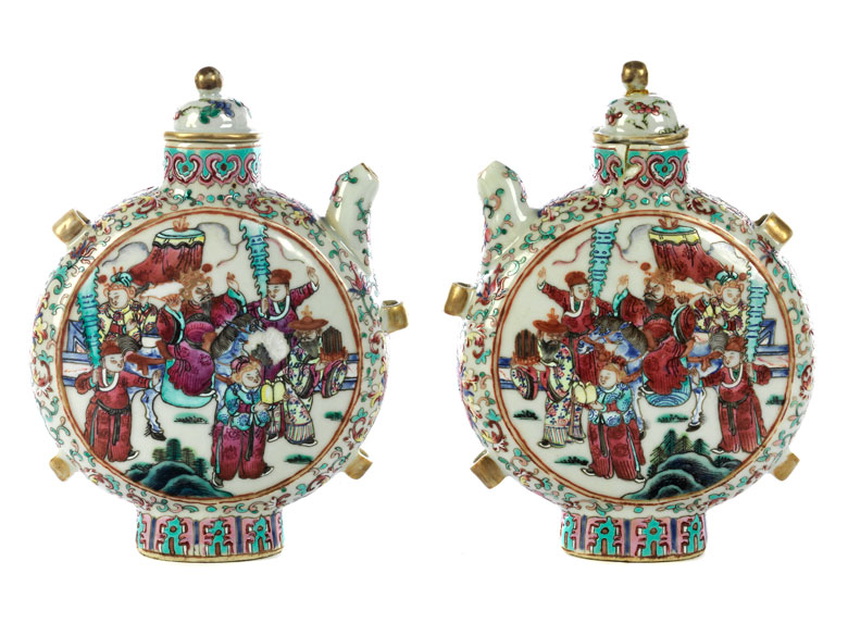 Paar chinesische Porzellankannen in Form von Pilgerflaschen