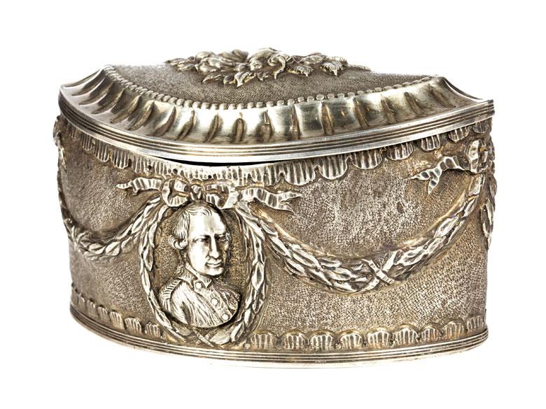Silberschatulle im Empirestil