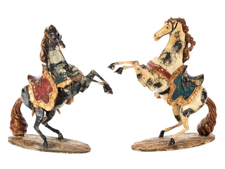 Paar Pferdefiguren