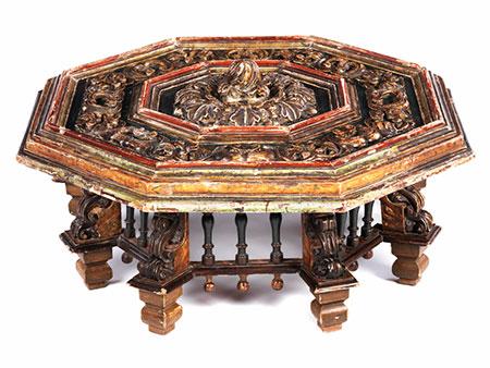Oktogonaler Tisch