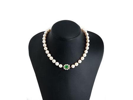 Perlenkette mit Smaragd-Diamantverschluss