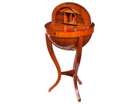 Elegantes Biedermeier-Globustischchen