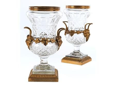 Paar Kristallglasvasen mit vergoldeten Applikationen