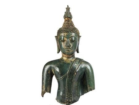 Statuenfragment eines Buddha