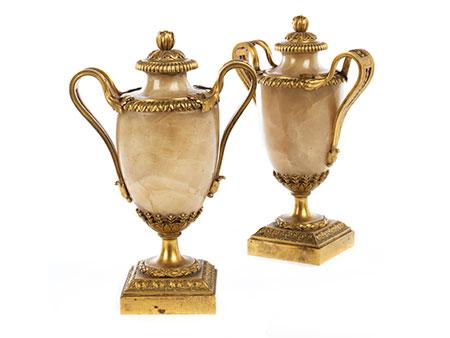 Paar Louis XVI-Alabastervasen