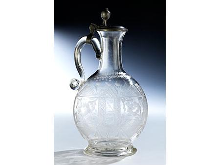 Glaskaraffe mit Dekorgravur und Zinndeckel